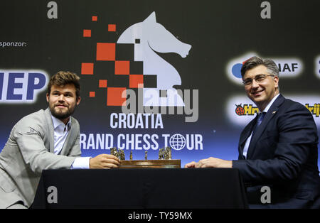 Zagreb, Croatia. 25th June, 2019. Croatian Prime Minister Andrej Plenkovic (R) plays with Norwegian chess player Magnus Carlsen at the opening ceremony of the 2019 Croatia Grand Chess Tour in Zagreb, Croatia, June 25, 2019. Credit: Marin Tironi/Xinhua/Alamy Live News - Stock Photo