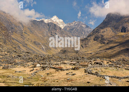 Trekking across the Cordillera Real mountain range, Bolivia - Stock Photo