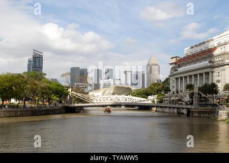 Cavenagh bridge in Singapore - Stock Photo