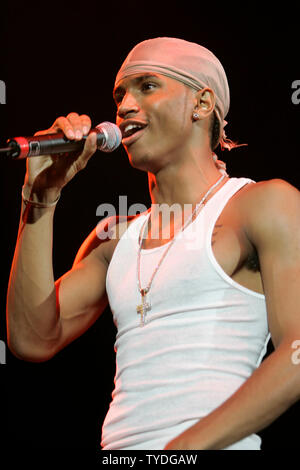 Trey Songz Performs In Concert During The 103 5 Beat Down Show At The Convocation Center In Coral Gables Florida On November 12 2005 Stock Photo Alamy