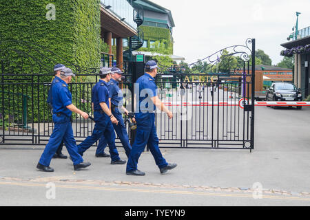 Wimbledon, London. UK . 26th June 2019.  Police conduct security checks outside the grounds of  (AELTC) All England Lawn Tennis Club  as this year's tournament  which starts on 1 July will see increased security measures. Credit: amer ghazzal/Alamy Live News - Stock Photo