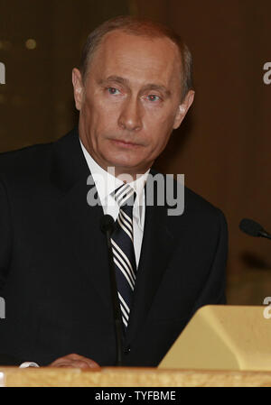 Russian President Vladimir Putin delivers the annual state of the nation address to the Federation Council, the upper house of parliament in the Kremlin in Moscow on April 26, 2007.  (UPI Photo/Anatoli Zhdanov) - Stock Photo