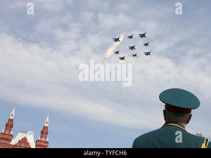 Russian MIG-29 and SU-27 jets shoot flares while flying above the Red Square during the annual Victory Day parade in Moscow on May 9, 2008. Warplanes screamed over Red Square and missile launchers rumbled past ranks of soldiers on Friday when Russia celebrated victory over Nazi Germany with a show of military might not seen since the collapse of the Soviet Union. (UPI Photo/Anatoli Zhdanov) - Stock Photo