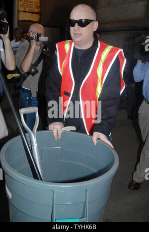 George O Dowd better known as Boy George begins his first of five court ordered community service days working for the Department of Sanitation in New York on August 14, 2006. O'Dowd plead guilty in March 2006 to falsely reporting a burglary at his apartment.The officers found cocaine instead.  (UPI Photo/D.Van - Stock Photo