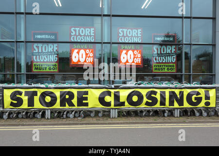 Store Closing sign at Homebase, Market Drayton, Shropshire - Stock Photo