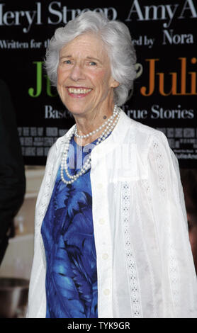 Frances Sternhagen arrives for the premiere of 'Julie & Julia' at the Ziegfeld Theatre in New York on July 30, 2009.   (UPI Photo/Laura Cavanaugh) - Stock Photo