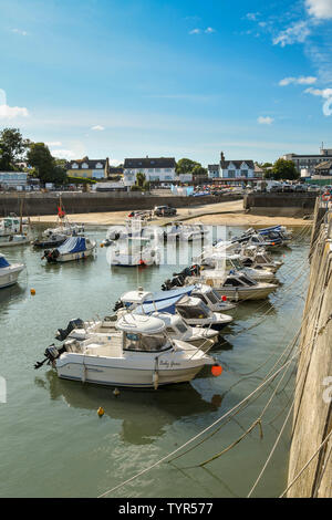 SAUNDERSFOOT, PEMBROKESHIRE, WALES - AUGUST 2018: Small boats lined up in the harbour in Saundersfoot, West Wales. - Stock Photo