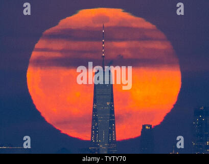 A Super Snow Moon rises behind One World Trade Center and the Manhattan skyline shorty after sunset on February 19, 2019 in New York City. The super snow moon is the second of three supermoon events in the first three months of the year -- a packed lunar calendar for 2019, which marks the 50th anniversary of Apollo 11, the mission that took the first humans to the moon.   Photo by John Angelillo/UPI - Stock Photo