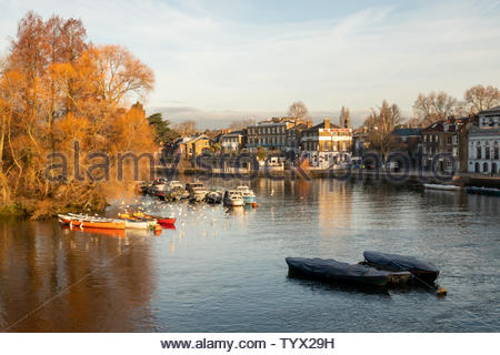 Early morning along the Thames riverside in Richmond-upon-thames, England - Stock Photo