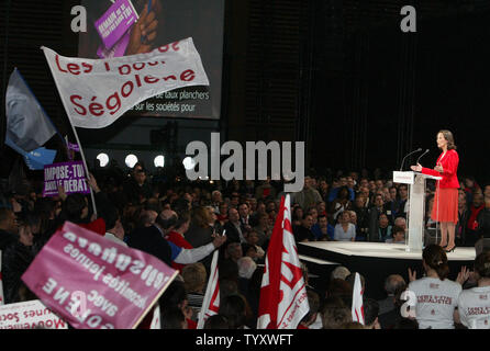 French Socialist Party presidential candidate Segolene Royal speaks at a campaign rally during a meeting in Villepinte, France on February 11, 2007. Royal, trailing in opinion polls and struggling to kick-start her presidential campaign, unveiled 100 proposals that she said would make France a stronger and fairer place. (UPI Photo/Eco Clement) - Stock Photo