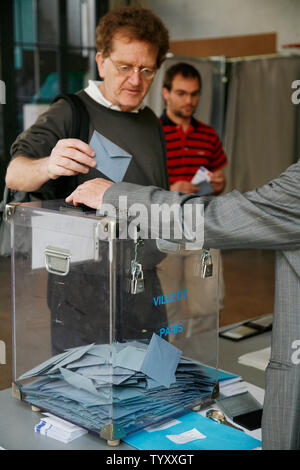 A Parisian casts his vote during France's presidential election on May 6, 2007.  Voter turnout is expected to be high for the runoff between presidential hopefuls Nicolas Sarkozy and Segolene Royal.   (UPI Photo/ David Silpa) - Stock Photo