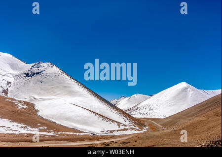 Naiqing Tangula mountain pass, Tibetan Nianqing - Stock Photo