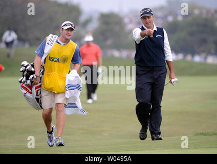 Rocco Mediate and his caddie Matt Achatz line up a birdie putt on the 4th green during the third round of the US Open at Torrey Pines Golf Course in San Diego on June 14, 2008.  (UPI Photo/Kevin Dietsch) - Stock Photo