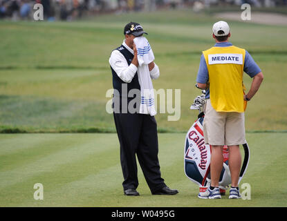 Rocco Mediate wipes his face as he is joined by his caddie Matt Achatz on the 6th tee box during the third round of the US Open at Torrey Pines Golf Course in San Diego on June 14, 2008.  (UPI Photo/Kevin Dietsch) - Stock Photo