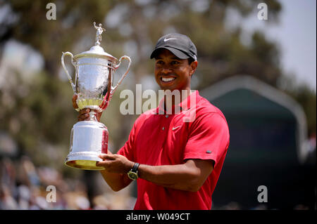 Tiger Woods hold the U.S. Open Trophy after winning the 108th U.S. Open  at Torrey Pines Golf Course in San Diego on June 16, 2008. Woods defeated Rocco Mediate by one stroke after a playoff round. (UPI Photo/Kevin Dietsch) - Stock Photo