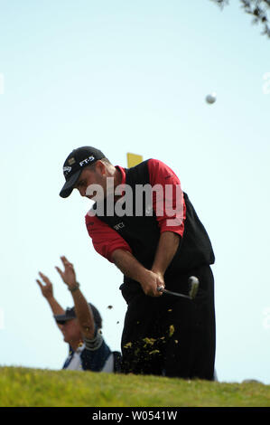 Rocco Mediate tees off of the 3rd tee during the playoff round at the US Open at the Torrey Pines Golf Course in San Diego on June 16, 2008. Tiger Woods went on to defeat Mediate and win the 108th US Open. (UPI Photo/Earl S. Cryer) - Stock Photo