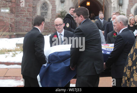 A casket draped with the Missouri state flag, containing the remains of Missouri Auditor Tom Schweich is carried from the Church of St. Michael and St. George in Clayton, Missouri on March 3, 2015. The 54-year-old Republican auditor fatally shot himself at his home on February 26. Scweich, a candidate for Missouri Governor was the target of a radio ad that ridiculed his appearancence and accused him of being a pawn for the Democrats. Photo by Bill Greenblatt/UPI.. - Stock Photo