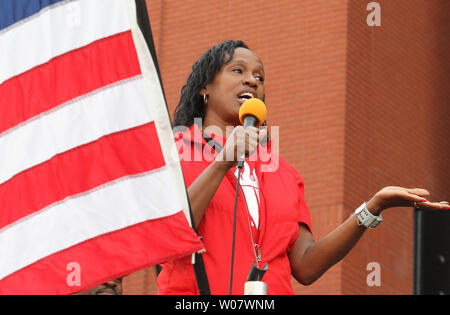 Former Olympic gold metalist Jackie-Joyner Kersee addresses runners before the start of the 7th Annual Cardinals Care 6K run at Busch Stadium in St. Louis on September 18, 2016.   Photo by Bill Greenblatt/UPI - Stock Photo
