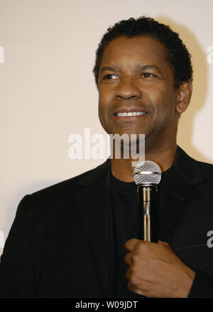 Actor Denzel Washington greets to audience on stage for his film 'The Taking of Pelham 123' in Tokyo, Japan, on August 20, 2009.     UPI/Keizo Mori - Stock Photo