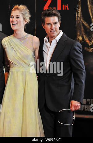 Actress Rosamund Pike(L) and actor Tom Cruise attend the Japan premiere for the film 'Jack Reacher' in Tokyo, Japan, on January 9, 2013.     UPI/Keizo Mori - Stock Photo