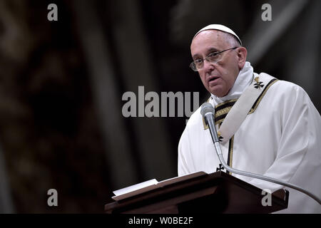 Pope Francis celebrates Christmas mass at St. Peter's Basilica in Vatican City on December 24, 2014.       UPI/Stefano Spaziani - Stock Photo