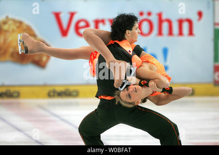 Ice dancing stars Nora Hoffmann and Attila Elek of Hungary take 8th place in Olympic wildcard qualifying at the Karl Schaefer Memorial tournament in Vienna, Austria on October 14, 2005.  (UPI Photo/Tom Theobald) - Stock Photo