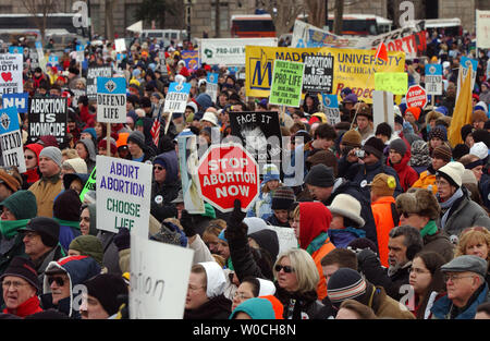 More than 100,000 anti-abortion demonstrators gather on the Eillipse, near the White House in Washington, on Jan. 24, 2005. This is the 32nd annual march held in conjunction with the Jan. 22 anniversary of the Supreme Court decision Roe vs. Wade which legalized abortions across the U.S.   (UPI Photo/Roger L. Wollenberg) - Stock Photo