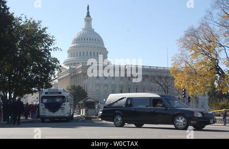 The hearse carrying the body of Rosa Parks, and a 1950's replica of the famous bus in which Parks refused to give up her seat to a white man, leaves the U.S. Capitol after a 15 hour public viewing in Washington on Oct. 31, 2005. Parks, who died last Monday at the age of 92, is the first woman and the second African-American to lie in honor in the Capitol Rotunda. (UPI Photo/Kevin Dietsch) - Stock Photo