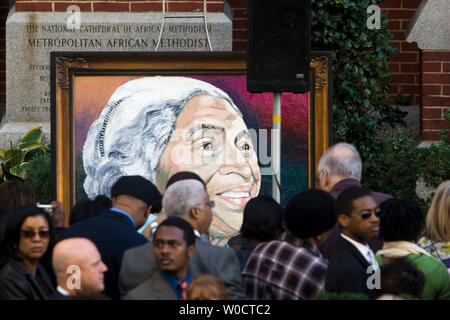 Painting of Rosa Parks in front of the Metropolitan AME Church where a memorial service for the civil rights icon was being held October 31, 2005 in Washington, DC. More than 30,000 people at the U.S. Capitol Rotunda passed by the casket of the woman who refused to give up her seat to a white man on a Montgomery, Alabama city bus in 1955, sparking the American civil rights movement.  (UPI Photo/Kamenko Pajic) - Stock Photo