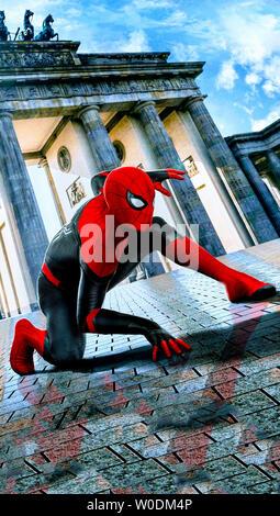 SPIDER-MAN: FAR FROM HOME 2019 de Jon Watts visuel d'affiche Tom Holland. super heros; super hero; spiderman; spider-man; spider man d'apres la bande - Stock Photo
