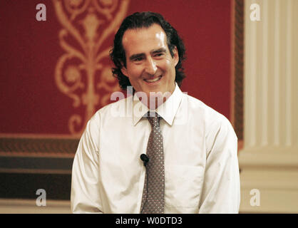 Craig Mello, the 2006 Nobel Laureate in Physiology or Medicine, speaks to an audience about his discovery of RNA interference, at the Library of Congress in Washington on July 26, 2007. (UPI Photo/Alexis C. Glenn) - Stock Photo