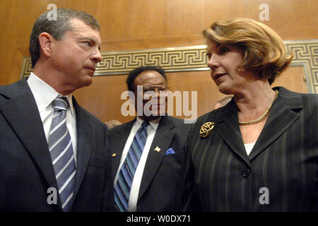Robert Eckert (L), Chairman and CEO of Mattel Inc., Nancy Nord (R), acting Chairman of the Consumer Product Safety Commission and Thomas Moore, Commissioner of the Consumer Product Safety Commission talk prior to testifying before a Senate Finance Services and General Government Subcommittee hearing on toy safety standards in Washington on September 12, 2007. (UPI Photo/Kevin Dietsch) - Stock Photo