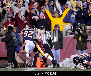 Fans cheer as Washington Redskins tight end Todd Yoder gets past Chicago Bears linebacker Hunter Hillenmeyer (92) and safety Danieal Manning for a 21 yard touchdown reception with 24 second left in the first half at FedEx Field in Landover, Maryland, on December 6, 2007.   (UPI Photo/Roger L. Wollenberg) - Stock Photo