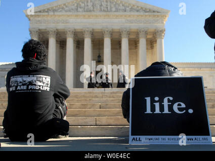 An anti-abortion protester demonstrates prey in front of the U.S. Supreme Court as part of an American Life League (ALL) protest to bring attention to the 35th anniversary of the Roe vs. Wade Supreme Court case, which made abortions legal in the United States, in Washington on January 21, 2008. (UPI Photo/Kevin Dietsch) - Stock Photo