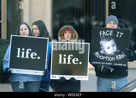 Anti-abortion protester demonstrates in front of a Planned Parenthood clinic as part of an American Life League (ALL) protest to bring attention to the 35th anniversary of the Roe vs. Wade Supreme Court case, which made abortions legal in the United States, in Washington on January 21, 2008. (UPI Photo/Kevin Dietsch) - Stock Photo
