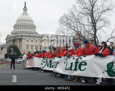 Pro-life activists walk past the United States Capitol Building as they take part in the 'March for Life' anti-abortion rally in Washington on January 22, 2008. The demonstration marked the 35th anniversary of the Supreme Court's 1973 decision in Roe vs Wade making abortions legal. (UPI Photo/Kevin Dietsch) - Stock Photo