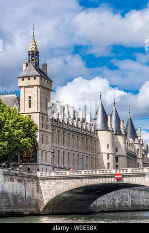 France, 1st arrondissement of Paris, Ile de la Cite, Pont au Change over the Seine river and Palais de la Cite (Conciergerie, Tour de l'Horloge) - Stock Photo