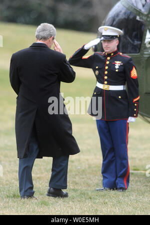 U.S. President George W. Bush salutes a Marine guard as he boards Marine One to depart the White House for a weekend trip to his ranch in Crawford, Texas on the South Lawn of the White House in Washington on February 29, 2008.  (UPI Photo/Kevin Dietsch) - Stock Photo