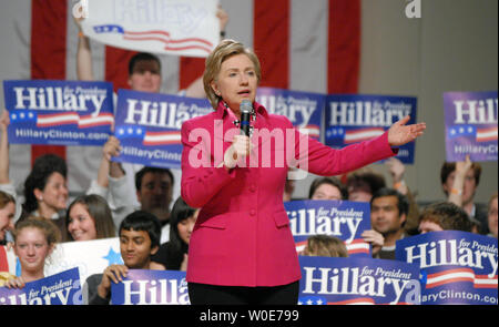 Democratic presidential candidate Sen. Hillary Clinton (D-NY) speaks at a fundraiser for her campaign at the DAR Constitution Hall in Washington on March 26, 2008.  (UPI Photo/Alexis C. Glenn) - Stock Photo