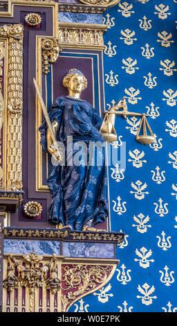 France, Paris, 1st arrondissement, Ile de la Cité, Tour de l'Horloge of the Palais de la Cité (14th century), bas-relief by Germain Pilon (allegorical figure of Justice) - Stock Photo