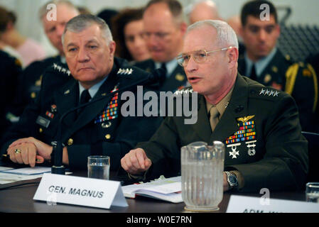 Army Vice Chief of Staff Gen. Richard Cody (L) and  Assistant Marine Corps Commandant Gen. Robert Magnus testify before a Senate Armed Services Committee hearing on current readiness of the armed forces in review of the defense authorization request for FY2009 and the future years defense program in Washington on April 1, 2008. (UPI Photo/Kevin Dietsch) - Stock Photo