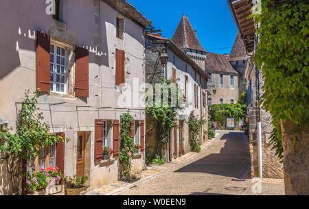 France, Dordogne, Périgord Vert, Saint-Jean-de-Côle (Plus Beau Village de France - Most Beautiful Village in France), peasant houses with flowers along the street - Stock Photo