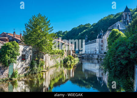France, Dordogne, Périgord Vert, Brantôme, old houses and Saint Pierre abbey on the bank of the Dordogne river - Stock Photo