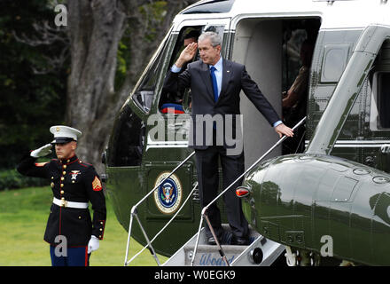 U.S. President George W. Bush salutes as he boards Marine One on the South Lawn of the White House in Washington on October 24, 2008. President Bush is traveling to the National Security Agency (NSA) in Forte Mead, Maryland for a briefing. (UPI Photo/Alexis C. Glenn) - Stock Photo