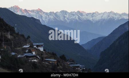 Di Qingzhou Meri National Nature Reserve Yuvalanche Village Kavagbo Snow Mountain, Menzmu, No First Peak - Stock Photo