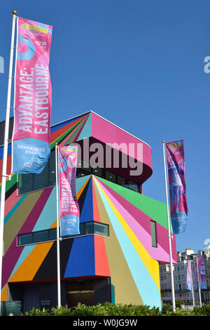 Eastbourne, England, UK. 27th June 2019. Clear blue skies over the newly-painted Towner Gallery - Multi-coloured abstract mural by Lothar Gotz to celebrate the gallery's 10th birthday - Stock Photo