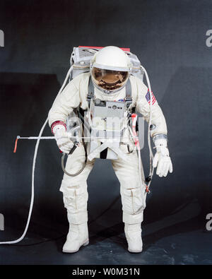 Test subject Fred Spress, Crew Systems Division, testing the spacesuit and extravehicular equipment on January 18, 1966, which was planned for use by NASA astronaut David Scott during the Gemini 8 mission. The helmet is equipped with a gold-plated visor to shield the astronaut's face from unfiltered sun rays. The system is composed of a life support pack worn on the chest and a support pack worn on the back. March 16, 2016 marks the 50th anniversary of NASA's Gemini 8 mission, the sixth manned spaceflight conducted during the United States' Project Gemini program. The primary objective of the - Stock Photo