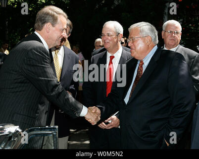 General Motors Chairman and CEO Rick Wagoner (left) greets U.S. Speaker of the House Dennis Hastert, R-Ill., at a reception in New York City on August 29, 2004. (UPI Photo/Tyler Mallory-GM) - Stock Photo