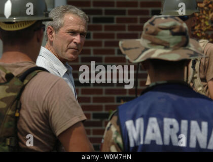 President Bush addresses Seabees from Naval Mobile Construction Battalion ONE (NMCB-1) and marines from the Federal Republic of Mexico, on their clean up efforts at 28th Street Elementary School on September 12, 2005 in Gulfport, LA.    (UPI Photos/Thomas Coffelt/Navy) - Stock Photo