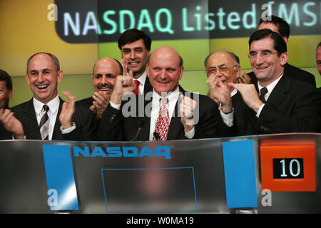 Microsoft Chief Executive Officer Steve Ballmer (C) rings the opening bell to mark launch of Windows Vista, the 2007 office system and exchange server, at NSADAQ  in New York on November 30, 2006.  (UPI Photo/Bob Greifeld/NASDAQ) - Stock Photo